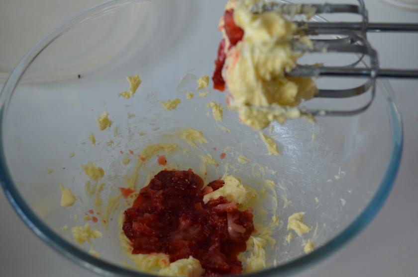Neapolitan Cakes strawberry frosting